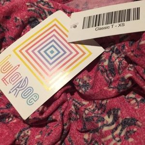 LuLaRoe Tops - 🔴4 FOR $30🔴LuLaRoe Pink Floral Print Classic T